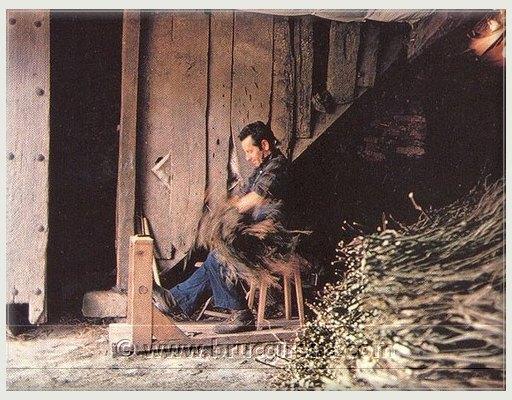 Fabricación artesanal escobas de brezo